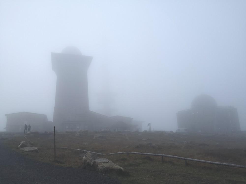 Brockenhaus im Nebel