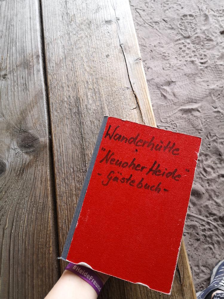 Gästebuch einer Wanderhütte